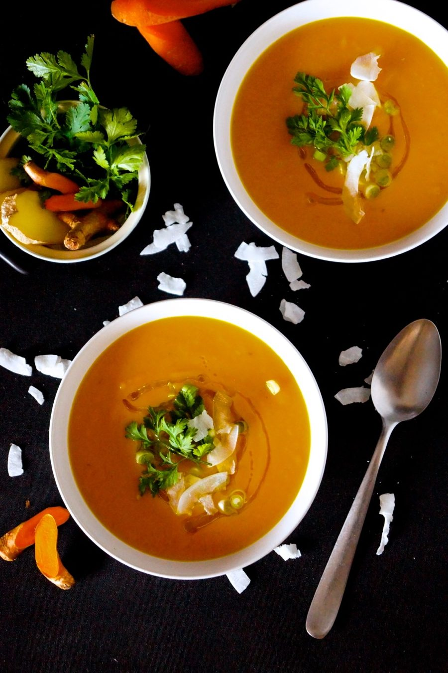Extra creamy curried carrot soup with #turmeric #ginger #chillies & #garlic - #vegan #gf